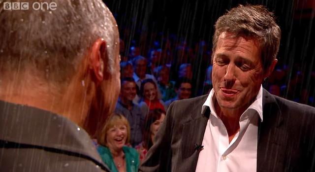 Hugh Grant już nie może… ze śmiechu (FOTO)