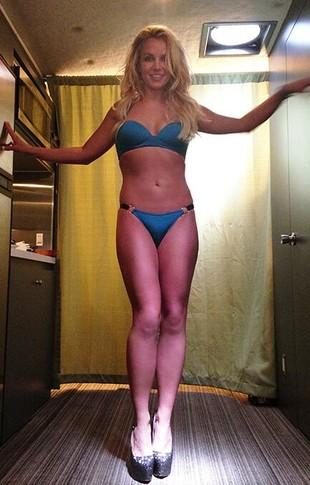 Jak bardzo wyretuszowano Britney w teledysku Work B*tch?