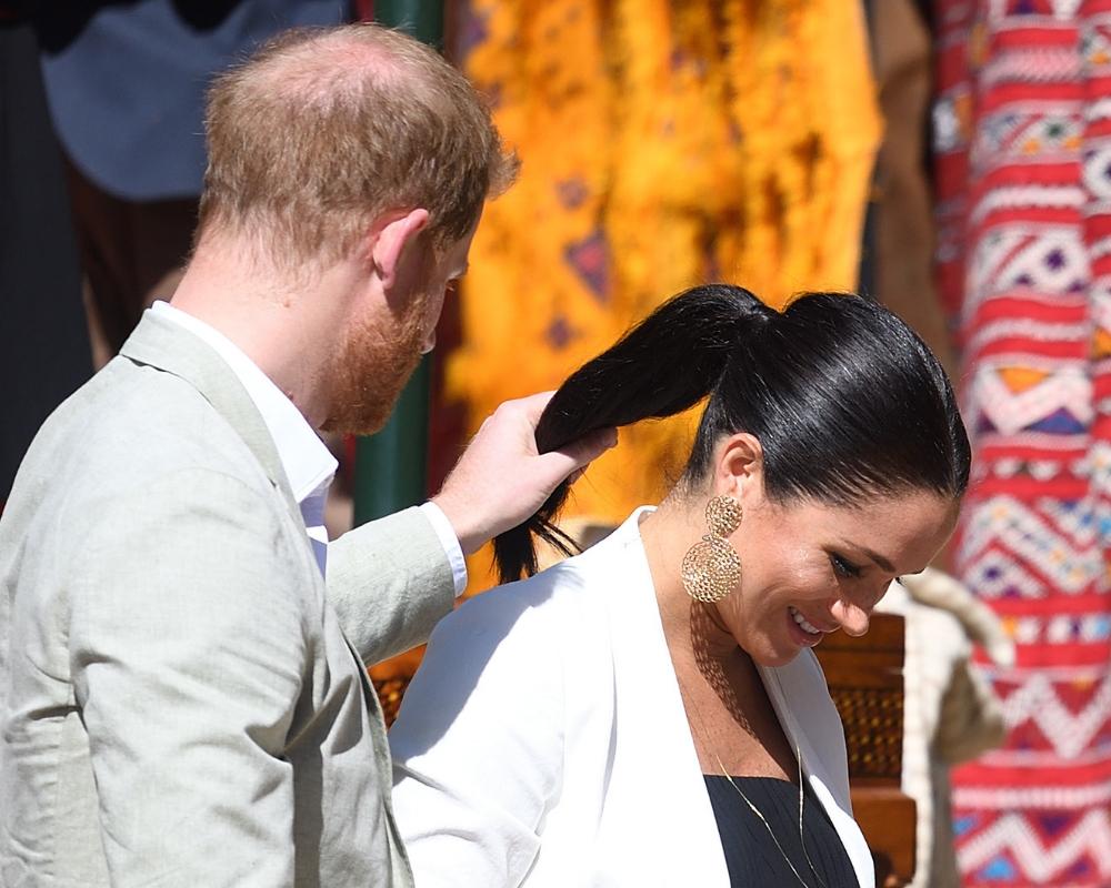 Książę Harry wykonał uroczy gest! Złapał Meghan za włosy