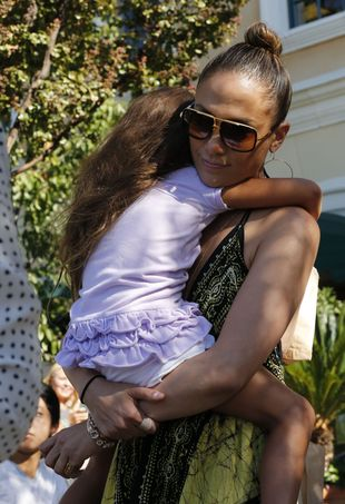 Jennifer Lopez na zakupy chodzi z całą rodzinką (FOTO)