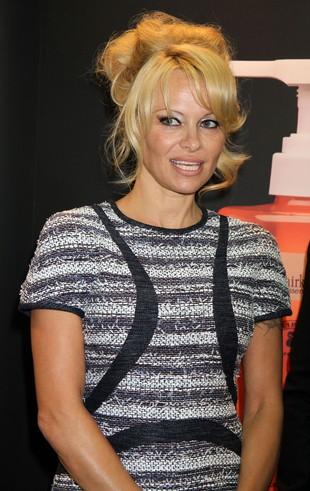 Pamela Anderson przefarbowała włosy (FOTO)