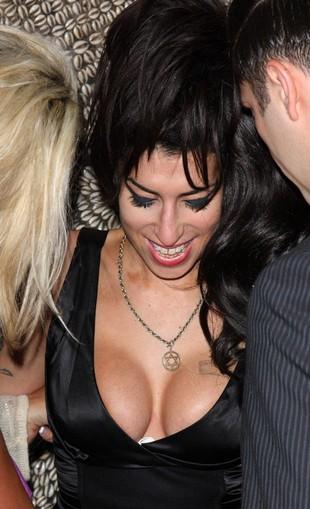 Nagie zdjęcia Amy Winehouse są na sprzedaż