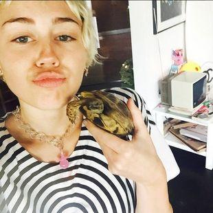 Tak córki Demi Moore bawiły się z Miley Cyrus (Instagram)