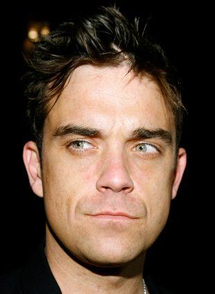 Robbie Williams złamał rękę fance (VIDEO)