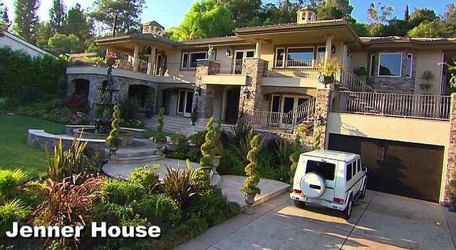 Największy sekret Kardashianów właśnie opuścił mury tego domu