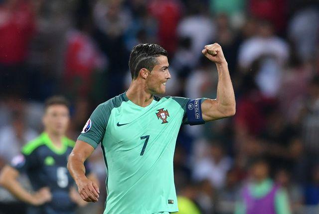 Cristiano Ronaldo maluje sobie… paznokcie u stóp?! (FOTO)