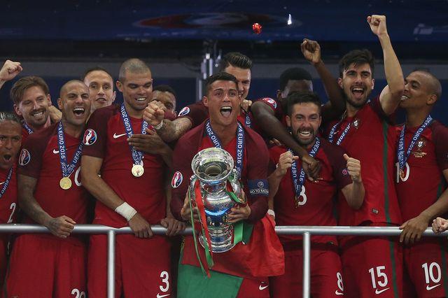 Euro 2016: Cristiano Ronaldo powitany przez fanów jak bohater! (FOTO, VIDEO)