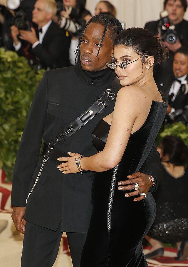Były chłoapk Khloe OSTRZEGA Travisa Scotta przed Kardashianami!