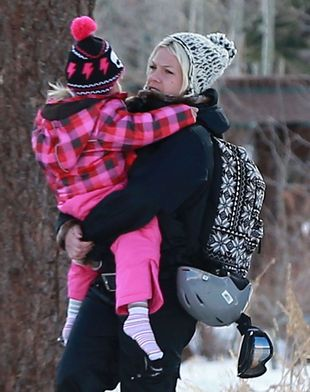 Córeczka Pink nie lubi zimowych bucików (FOTO)