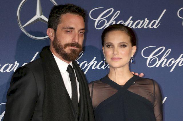 Półnaga Natalie Portman chwali sięciążą… w teledysku! (VIDEO)