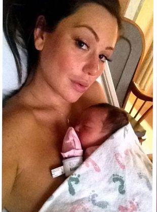 Która gwiazda reality show pokazała się na porodówce? (FOTO)