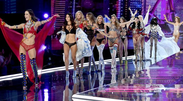 Wszystkie looki z tegorocznego show Victoria's Secret (ZDJĘCIA)