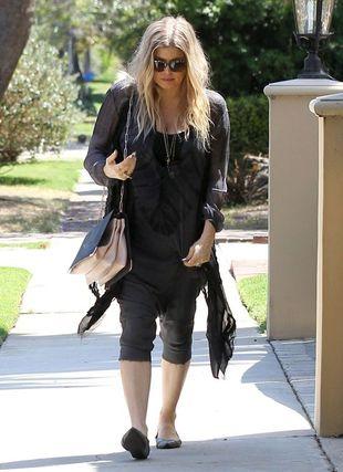 Fergie sprytnie ukrywa brzuszek (FOTO)