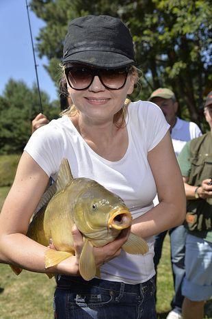 Olga Borys łowi ryby z córeczką (FOTO)