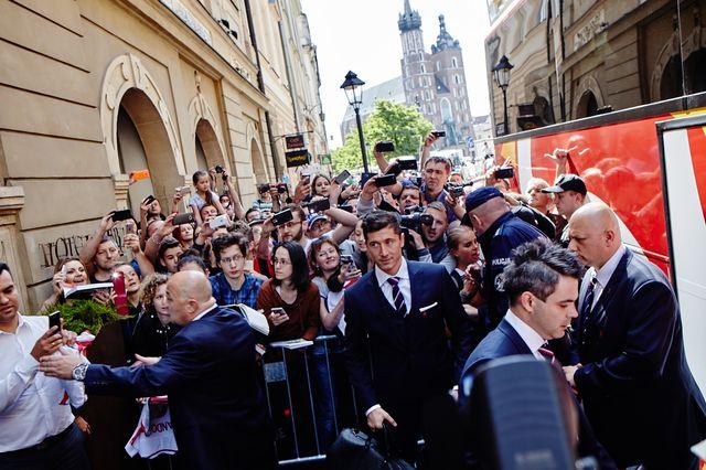 Euro 2016: Polską reprezentację żegnały… Króliczki Playboya! (FOTO)