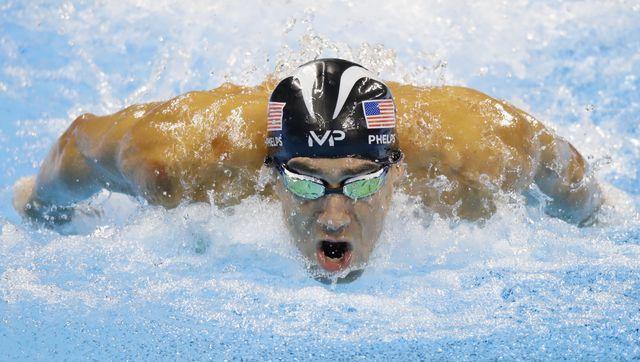 Michael Phelps odpowiada, czy pływacy sikają do basenu