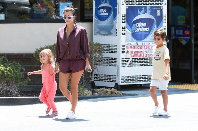 Kourtney Kardashian po raz kolejny pokazuje, jak seksownie wyglądać będąc mamą!