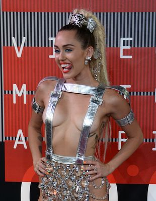 Miley Cyrus na MTV VMA była prawie naga! (FOTO)