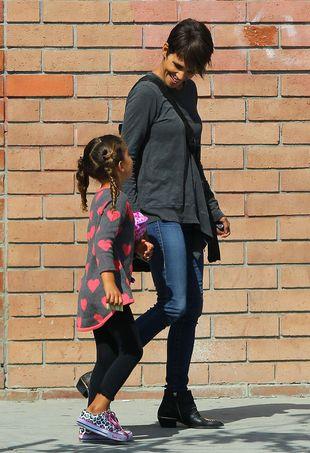 Halle Berry relaksuje się z córeczką (FOTO)