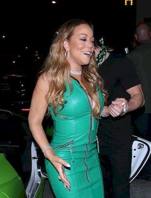 Mariah Carey bawi sięze swoim kochankiem pośród… karłów