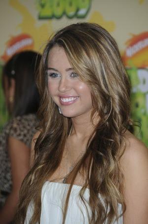 Miley Cyrus niczym prawdziwa dama (FOTO)