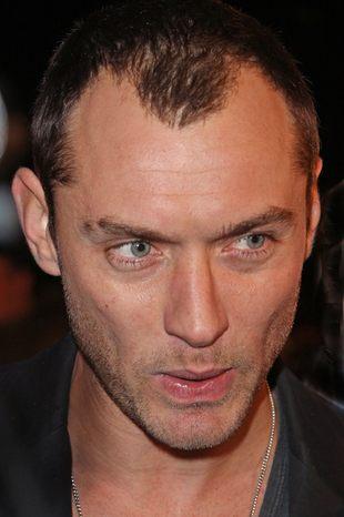 Jude Law wstydzi się łysiny