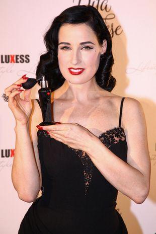 Seksowna Dita Von Teese promuje perfumy (FOTO)