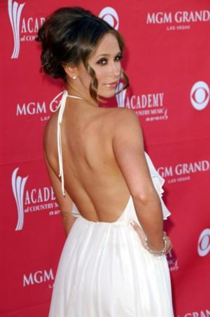 Olśniewająca Jennifer Love Hewitt z ukochanym (FOTO)