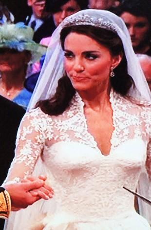 Suknia ślubna Kate Middleton (FOTO)