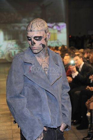 Viktoria z Top Model na jednym wybiegu z Zombie boyem (FOTO)