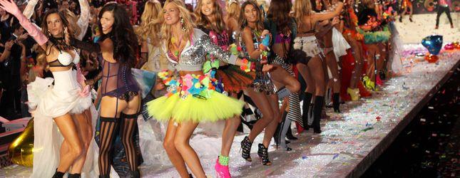 Jak modelki VS przygotowują się do pokazów? (FOTO)