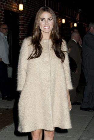 Ona i w prostym płaszczyku wygląda przepięknie (FOTO)