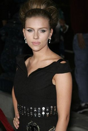 Scarlett Johansson skrzywdzona przez grafików (FOTO)
