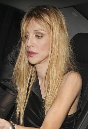 Courtney Love ze stroikiem na głowie