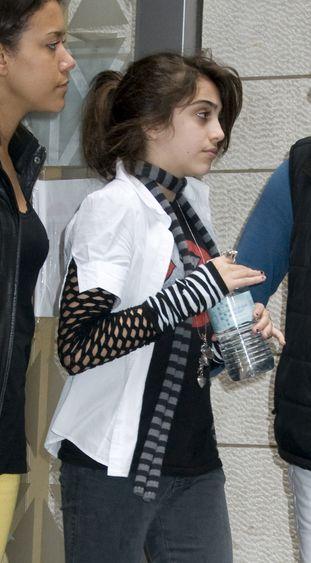 Córka Madonny będzie nosić gorset korekcyjny