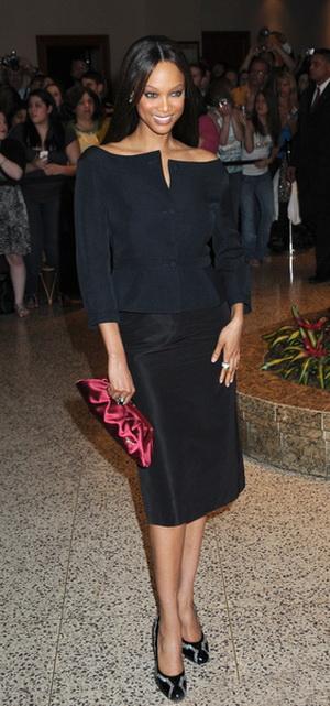 Czarna elegancja w wydaniu Tyry Banks (FOTO)