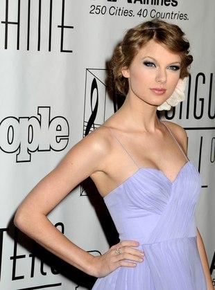 Jak się Wam podoba dziewczyna country w lawendowej sukience?