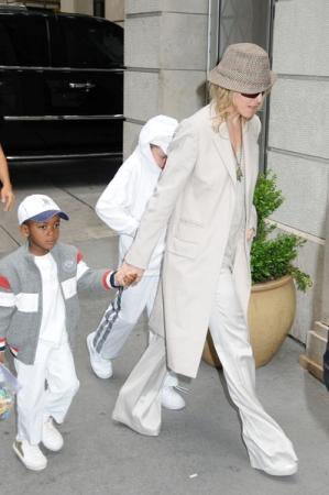 Dzień z Kabałą Madonny i jej dzieci (FOTO)