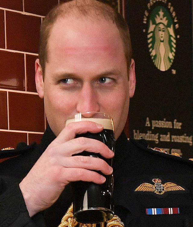 Ciężarna Kate na święcie piwa. Próbowała alkoholu?