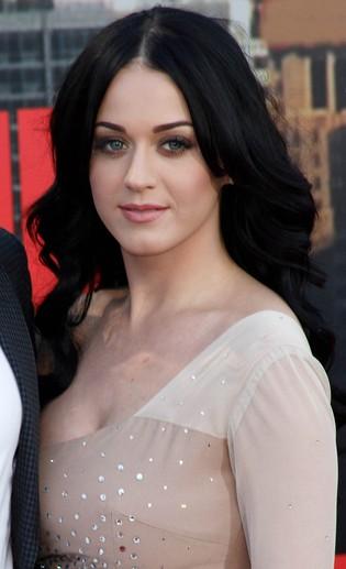 Katy Perry śpiewa najgorszy utwór w internecie (FOTO)