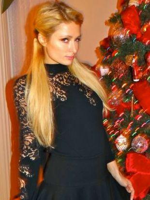 Wesołych Świąt życzy Paris Hilton (FOTO)