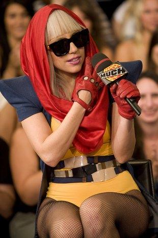 Lady GaGa na ulicy z gołym brzuchem