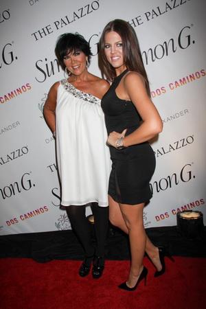 Khloe Kardashian z mamusią na imprezce (FOTO)