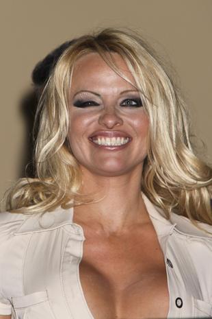 Pamela Anderson w czekoladowym bikini