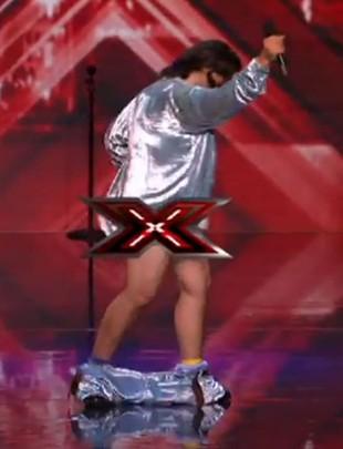 Nagi uczestnik X-Factor zaszokował publiczność (VIDEO)