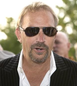 Kevin Costner zamienia się w mulata