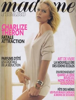 Charlize Theron i jej sutki (FOTO)