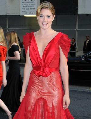 Kto założył taką sukienkę? (FOTO)