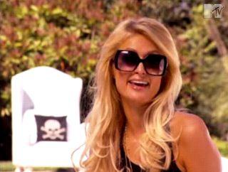 Paris Hilton bawi się lalkami
