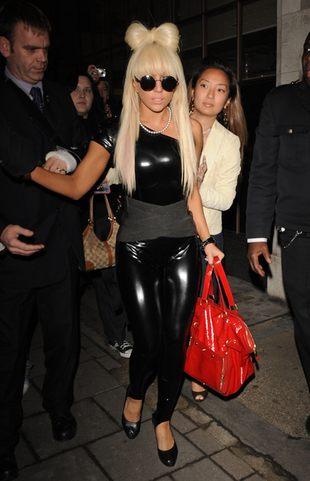 Jak Lady GaGa tuszuje niedoskonałości figury?